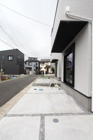 カースペース2台可能です。  玄関正面に駐車することで、お買い物の運び込みなどにも大変便利です。