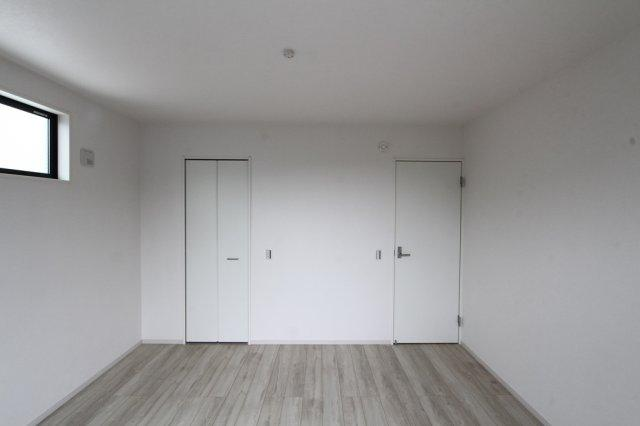 2階には洋室が4部屋ございます。  家族それぞれのプライベート空間を確保することが可能です。