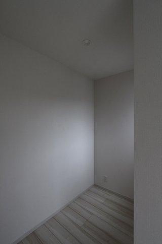 2階居室にはフリースペースがあり、テレワークスペースにいかがでしょうか。丁度良い広さの個室は、集中力もアップし仕事の効率もあがりますよ。