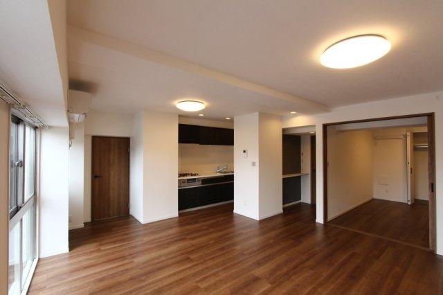耐震性の高い鉄骨鉄筋コンクリート造のマンション。12階建て、6階部分のお部屋なのでプライバシーも確保されます。八幡山公園まで徒歩1分で、自然とも触れ合える豊かな立地です。