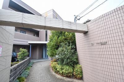 【エントランス】ラグラシューズ スモッティー阪急高槻