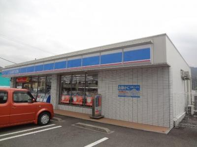 ローソン東温川内店(コンビニ)まで509m
