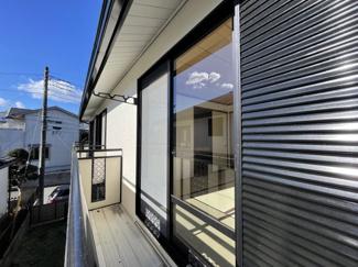 2階洋室は広々8畳の空間