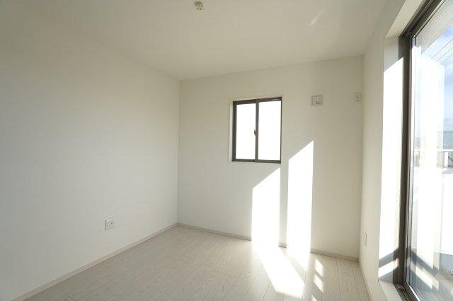 【同仕様施工例】2階 バルコニーのあるお部屋です。