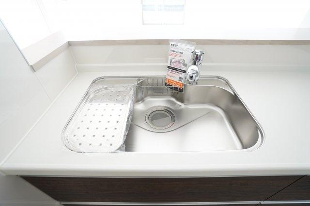 【同仕様施工例】広~いシンクで洗い物もたっぷり洗えます。