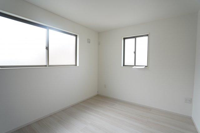 【同仕様施工例】1階 リビング隣接の洋室です。急な来客にも対応できます。
