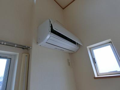 エアコン 同じ間取りで別のお部屋の写真となります