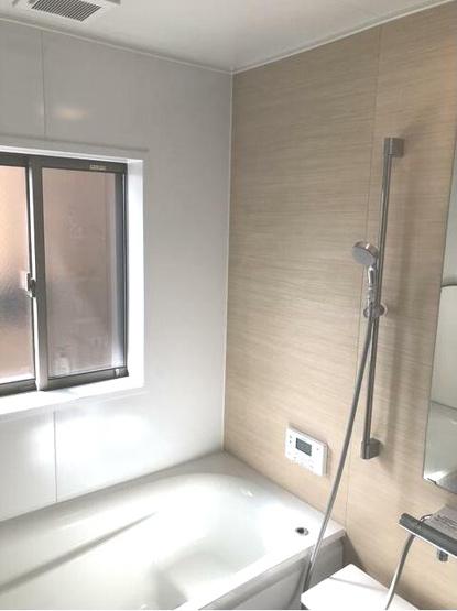浴室にも窓があるので、換気がしやすい!