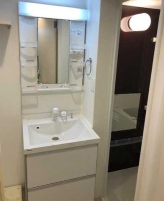【洗面所】AKレジデンス三軒茶屋 敷金0 バストイレ別 独立洗面台 ロフト