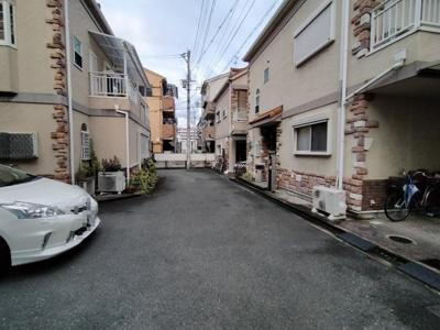 周辺は戸建が並ぶ閑静な住宅街です。