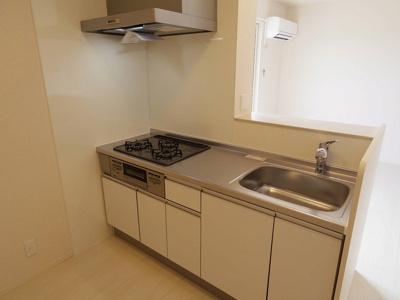 対面式システムキッチン(3口ガスコンロ,グリル付)(浄水器対応型水栓)