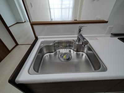 幅広シンクで洗い物がしやすいですね