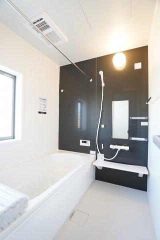 【同仕様施工例】浴室乾燥機付です。一坪バスでゆったりできます。