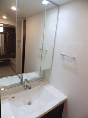 【洗面所】GENOVIA三軒茶屋green veil ペット相談 築浅 浴室乾燥機 オートロック