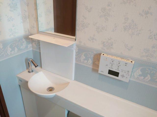 トイレには各所手洗いキャビネットを設置しております