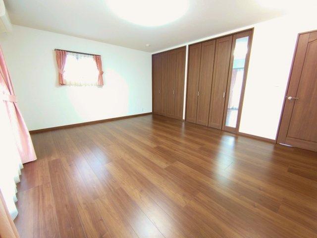 2階12.6帖洋室 広々ハイグレードな居室 クローゼット2か所、WICを完備しております