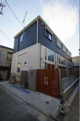 京浜急行線「糀谷」駅より徒歩6分の築浅アパートです