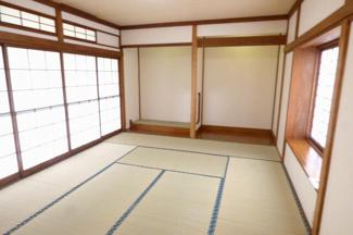 1階 和室10帖。こちらのお部屋は広縁があるので、広縁ゆったり過ごすのもいいですね。