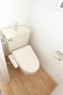 1階トイレ。温水洗浄便座。