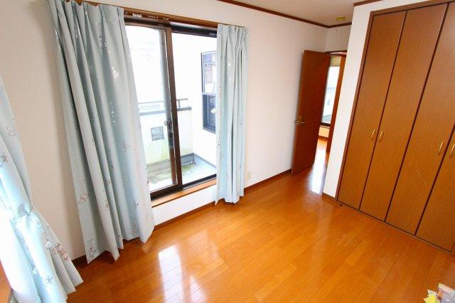 陽当たりの良い7.5帖の洋室は主寝室にぴったりです 三郷新築ナビで検索