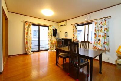 電気式の床暖房が2面 ぽかぽかリビングで家族団らん 三郷新築ナビで検索
