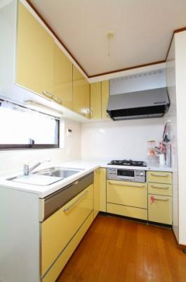 昨日的なL型キッチンで料理もはかどります 三郷新築ナビで検索