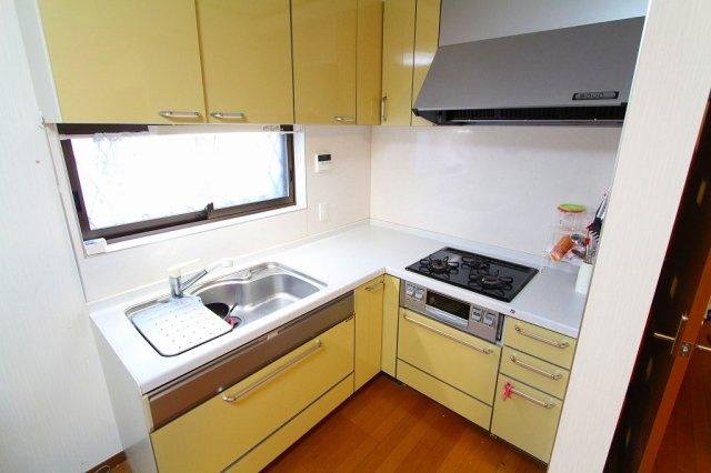 キッチン上部には吊戸棚完備 三郷新築ナビで検索