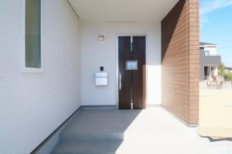 【玄関】須賀川市芦田塚   1号棟  阿武隈小学校、須賀川第2中学区