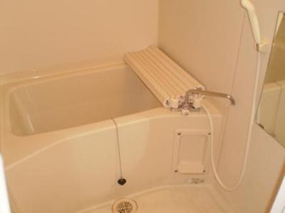 清潔感のあるお風呂です☆