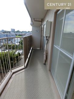 5階の南側バルコニーなので洗濯物もよく乾きそうですよね。