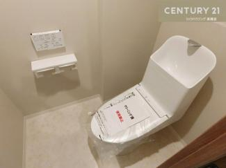 温水洗浄機付きトイレはペーパーホルダーも2つ!