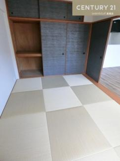 約6畳の和室は畳も襖も新調されています。 来客時やお泊りの際にも活躍してくれそうですね。