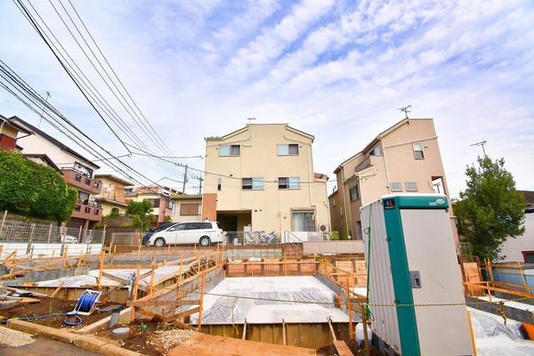 この立地でこの価格です!「三ッ沢下町駅」徒歩2分! 「横浜駅」まで各駅停車で2分なので通勤・通学に便利です!