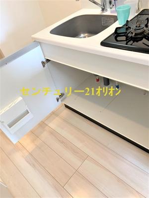 キッチン上部の食器棚