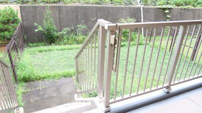 ペットの放し飼いも可能な広い専用庭は35平米♪ガーデニングにもおすすめです♪