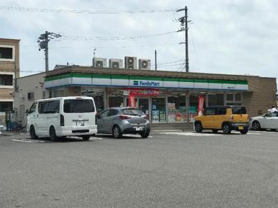 ファミリーマート鈴鹿白子町店まで119m