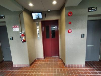 エレベーターにはモニターがついており防犯面も安心ですね♪