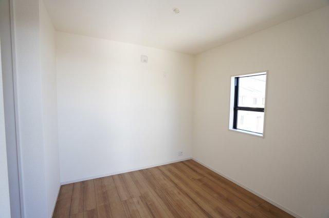 【同仕様施工例】2階  シンプルなお部屋です。どんな家具でも映えます。