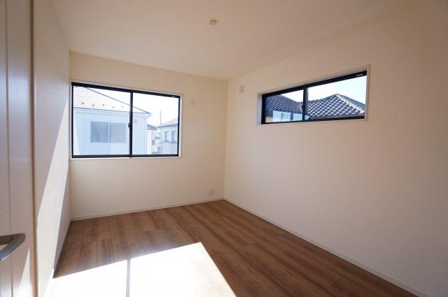 【同仕様施工例】2階 2面窓があり、採光、通風がいいお部屋です。