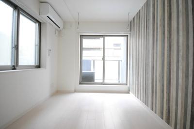 「2面採光の明るい居室です」