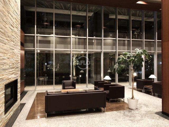 ホテルライクなロビー オーナーチェンジ物件 月額賃料:200,000円  想定年収:2,400,000円  表面利回り:5.34%