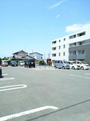 【駐車場】ラフレシール三島
