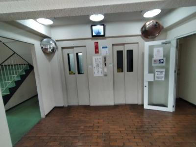 エレベーターは2基あるので、朝の混雑時もスムーズです。
