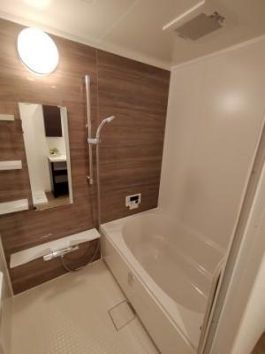 浴室はリフォーム済でピカピカです。 帰宅時間がバラバラでも温め直す事が出来る、嬉しい追いだき機能付。