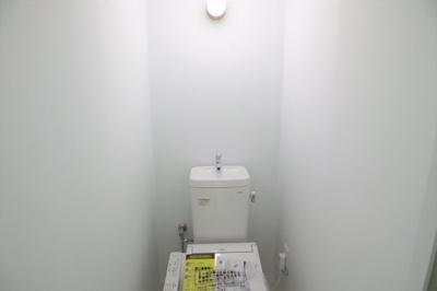 トイレ一式新調済です。気持ちよくお住まいになれますね。