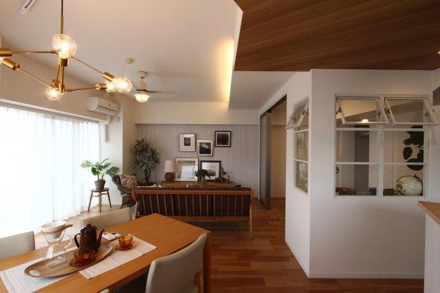 リノベーションを完了した室内は、毎日を笑顔に包んでくれるような温かく、居心地の良い空間となっております。