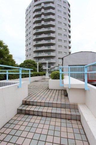 平成3年3月築 14階建ての6階部分  江ノ電「江の島」駅徒歩3分のほか、2路線利用可能な好立地!