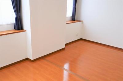 洋室 約11.2帖 簡単な工事で2部屋にすることが出来ます♪