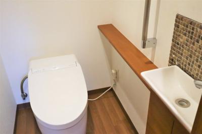 洗面台付きのトイレはタンクレスです♪