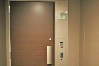 お荷物の多い時にも便利なプッシュプル玄関ドアです♪